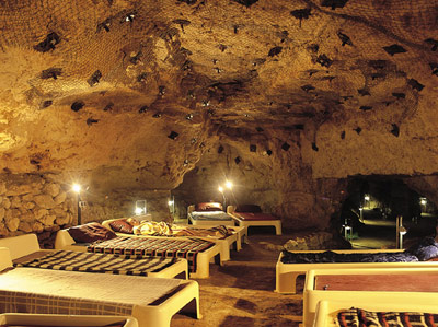 Тапольца - курорт. Лечебная пещера. По праву считаеется одним из лучших курортов при лечении заболеваний верхних дыхательных путей: бронхиальной астмы, аллергии, бронхитов, болезней лёгких, хронический трахеит, хронический синусит